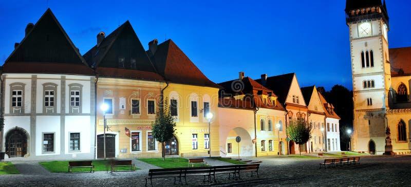 Bardejov - ciudad de la UNESCO - panorama en noche fotografía de archivo libre de regalías