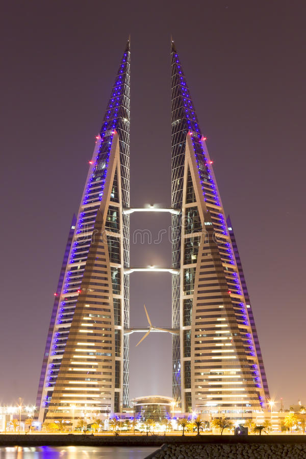 bardziej odpowiednie Bahrain budynku centrum energetycznego konsumpcji ogromny jego nowoczesne jej w handlu dostawy turbiny bardz fotografia royalty free