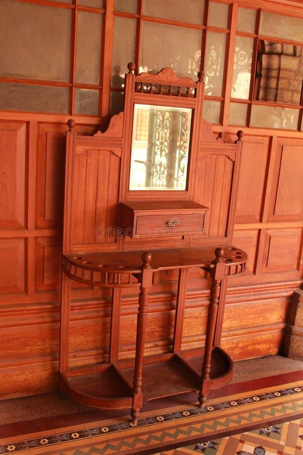 Bardzo ładny rocznika opatrunkowego stołu lustro w pałac Bangalore obraz stock