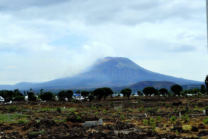 Bardzo Duża góra w Goma, Demokratyczny Republika Kongo fotografia stock