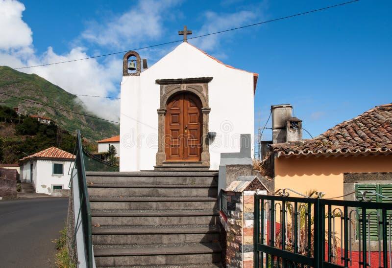 Bardzo mały stary kościół w Sao Vincente na maderze fotografia royalty free