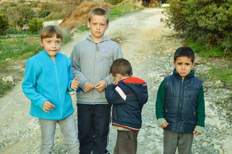 Bardzo smutny dzieci płakać zdjęcie stock