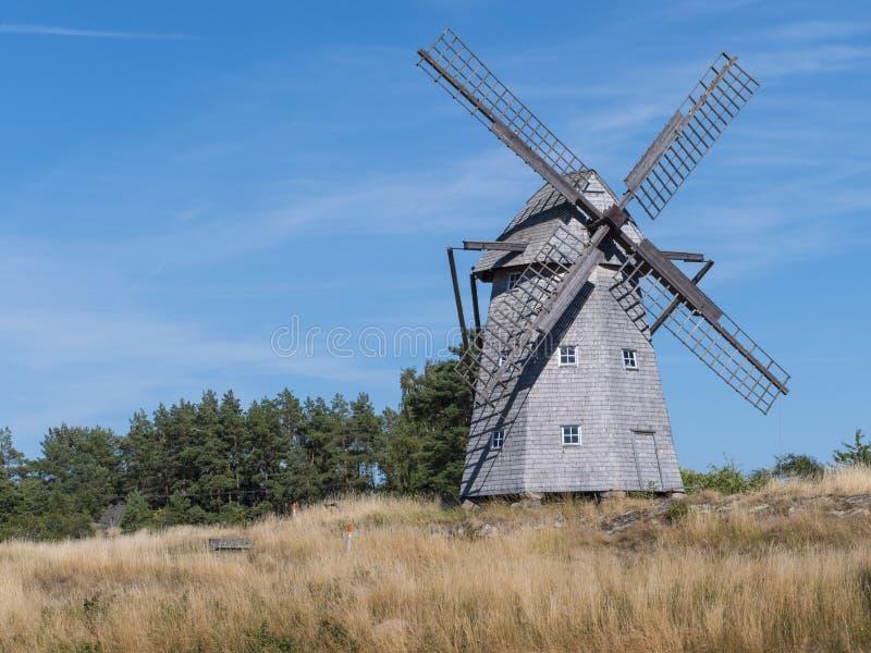 Bardzo stary wiatraczek w wsi zdjęcie stock