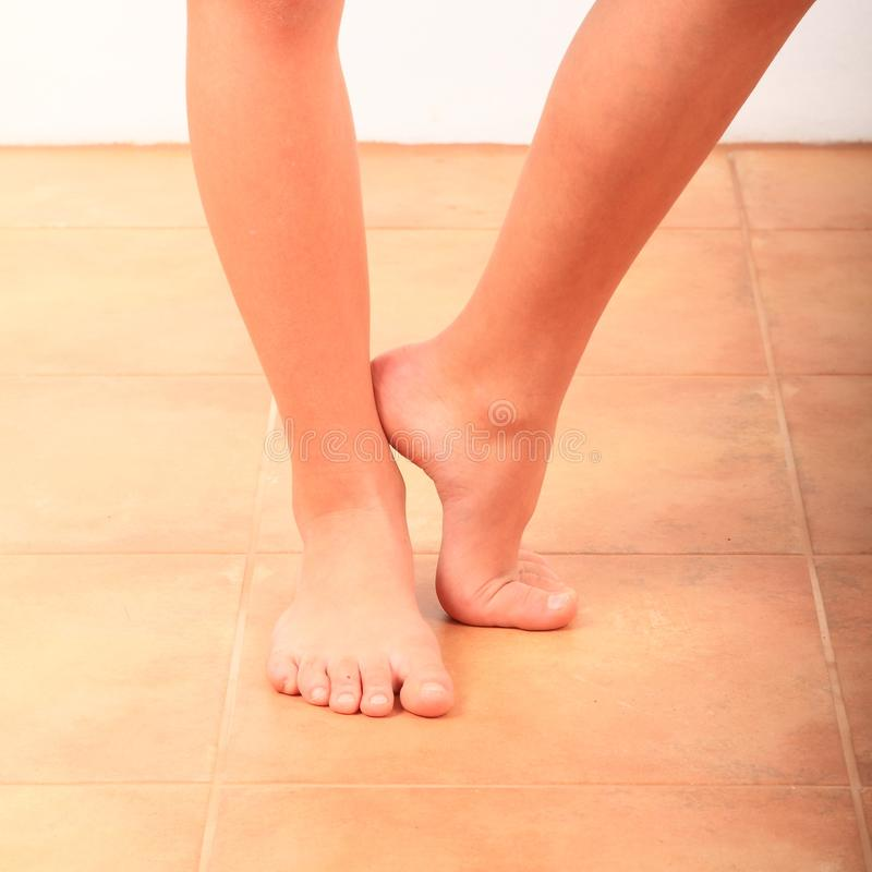Free Bare Feet Of A Little Girl, One Foot On Tiptoe Stock Photo - 168157170