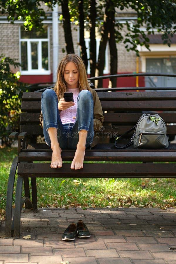 https://thumbs.dreamstime.com/b/barefoot-girl-denim-jeans-sitting-wooden-bench-tired-feet-194644282.jpg