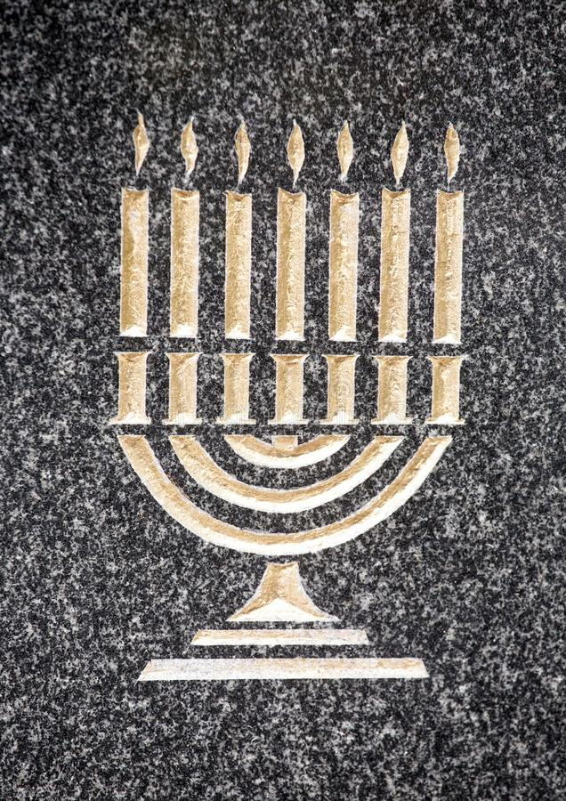 Barelief żydowski menorah na marmuru kamieniu obraz royalty free