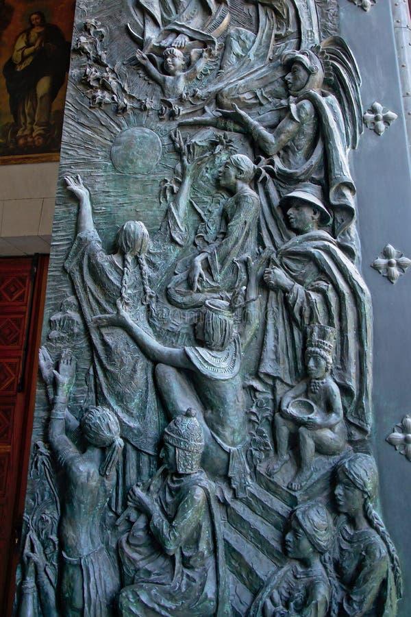 Barelief w drzwi Madryt katedra fotografia stock