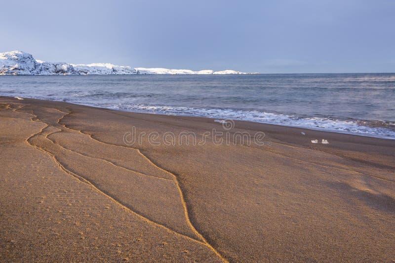 Barents Denny brzeg Kola p??wysepu zimy krajobraz zdjęcie stock