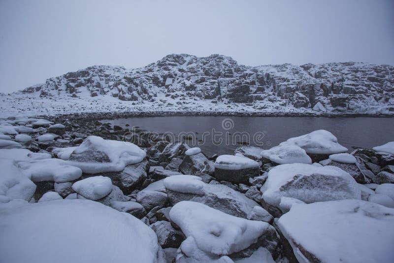 Barents morze Kola p??wysepu zimy krajobraz zdjęcia stock