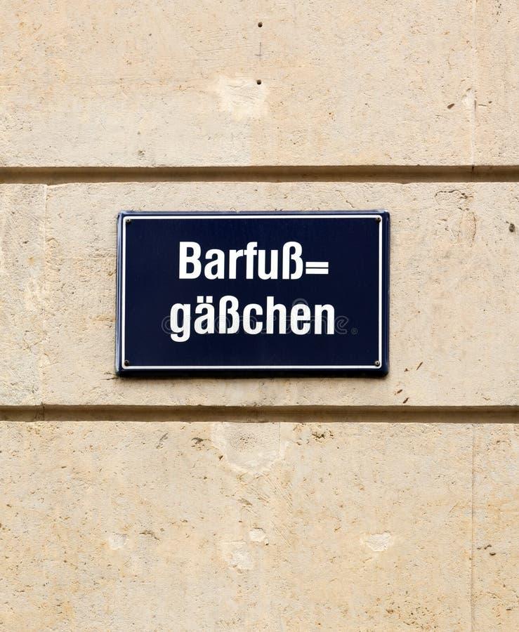 Barfußgässchen barfußgässchen straßen namenzeichen in leipzig stockbild bild