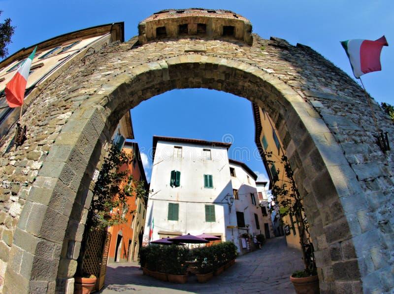 Barga Lucca Tuscany Italy porta real obrazy stock