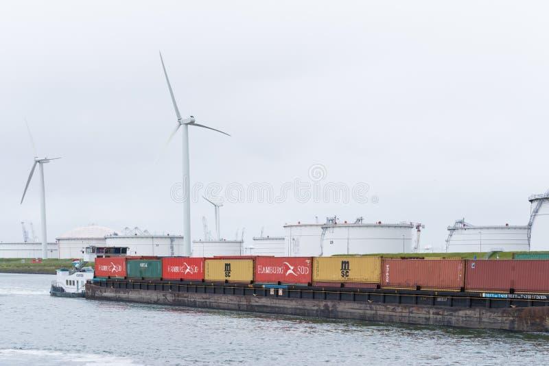 Barge-conteneur dedans Rotterdam photos libres de droits