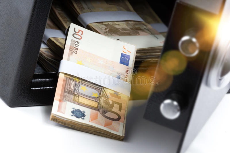 Bargeld-Bankschließfach, Stapel des Bargelds stockfotos