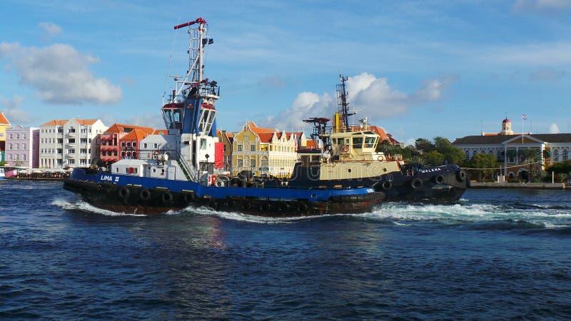 Barges dentro il porto fotografia stock libera da diritti