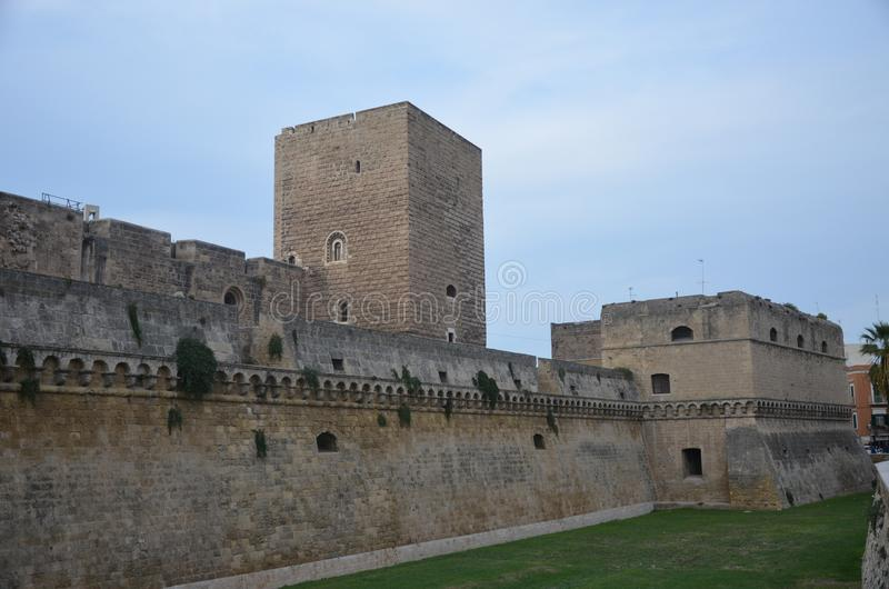 Bari Castle - gammal stadarkitektur arkivfoton