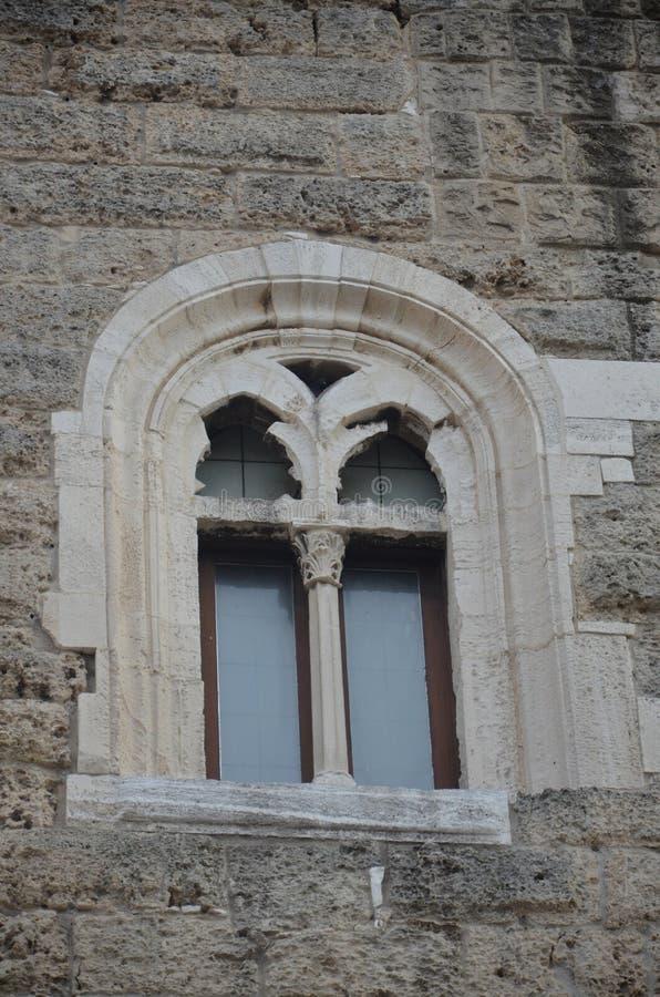 Bari Castle - gammal stadarkitektur royaltyfria foton