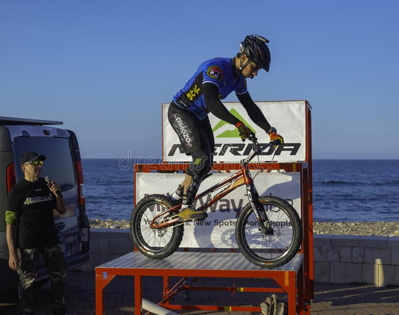 Bari, Itália - 6 de abril de 2019: o motociclista experimental Marco Lacitignola imagem de stock