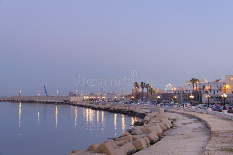 Bari, Itali?: kust en promenade op het Adriatische overzees stock fotografie