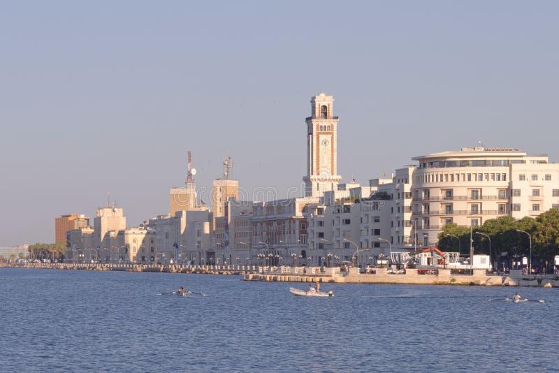 Bari, Italia: costa y 'promenade' en el mar adriático imágenes de archivo libres de regalías