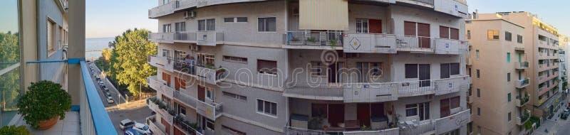 Bari, Italia: panarama de apartamentos dos anos 50 fotos de stock royalty free