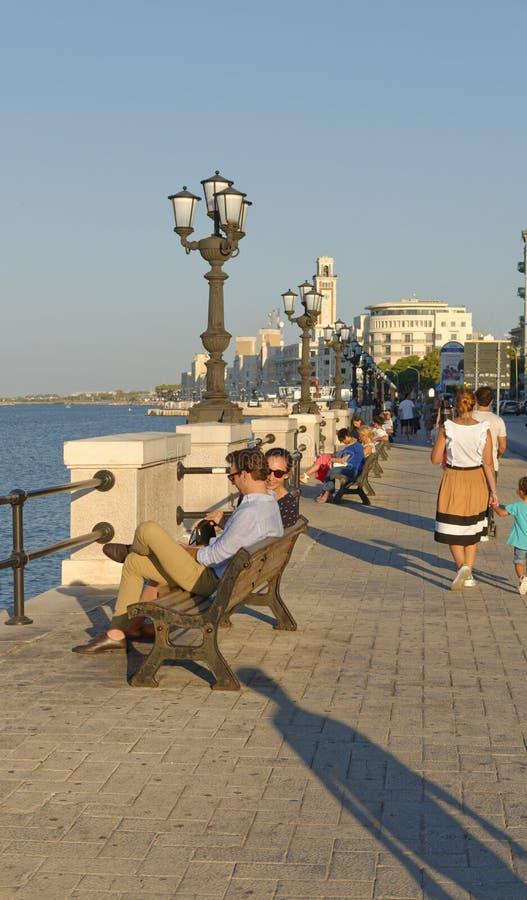 Bari, Italia: 'promenade' en el mar adriático fotografía de archivo libre de regalías