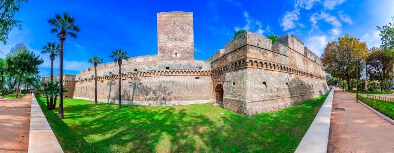 Bari Italien, Puglia: Den Swabian slotten eller Castello Svevo, kallade också Castello Normanno, Apulia fotografering för bildbyråer