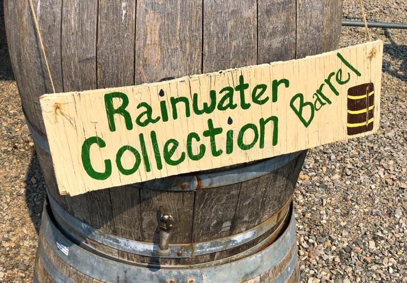Baril de collection d'eau de pluie photographie stock
