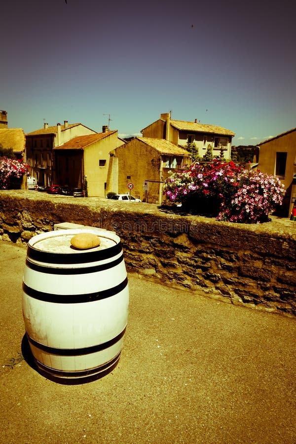 Baril de vin blanc en Provence image libre de droits