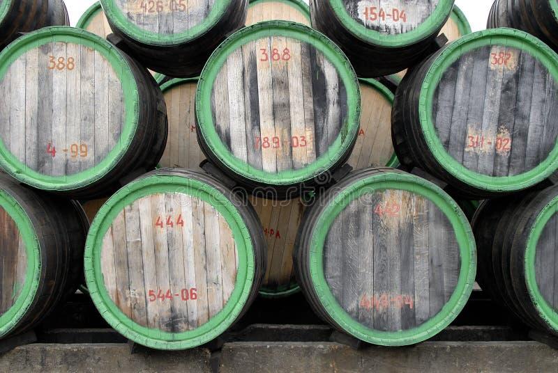 Barilotti di vino di legno (vista del fronte) fotografia stock libera da diritti