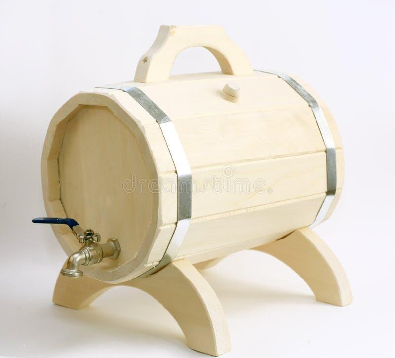 Barilotto di birra di legno su un fondo bianco immagine stock