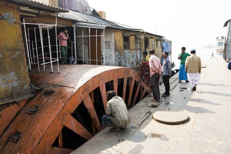 Barisal, Bangladesh, 27 Februari 2017: De Raket - een oude peddelstoomboot stock fotografie