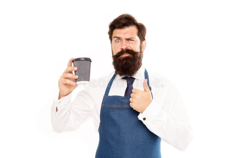 Barista咖啡为您做准备 享用新鲜的咖啡 启发与杯子新鲜的咖啡 有胡子的人举行纸咖啡 免版税库存照片