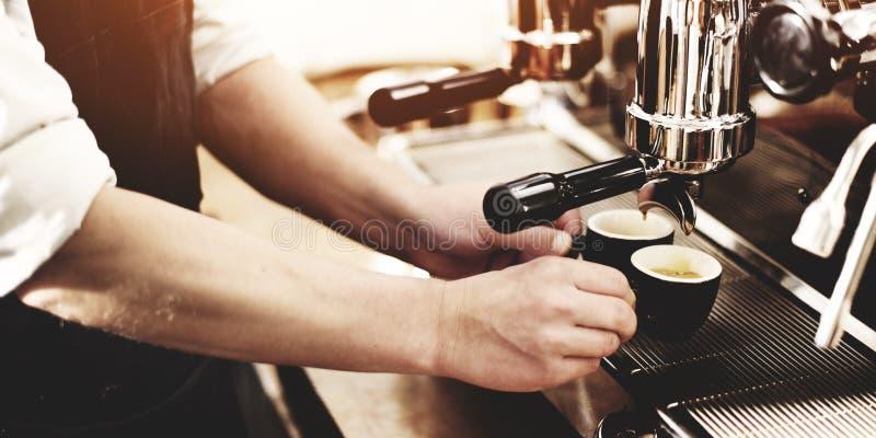 Barista咖啡壶机器研磨机Portafilter概念 免版税库存图片