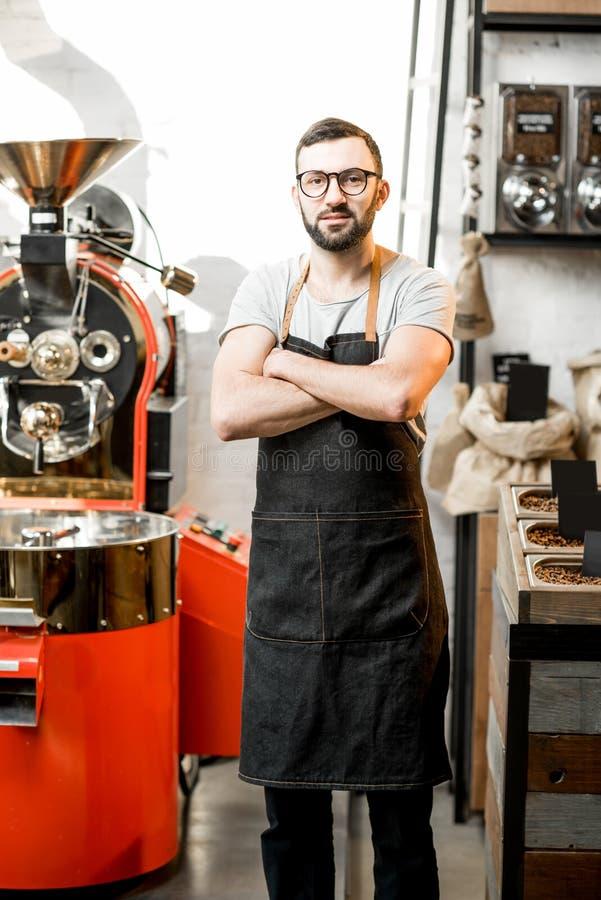 Barista en la cafetería foto de archivo
