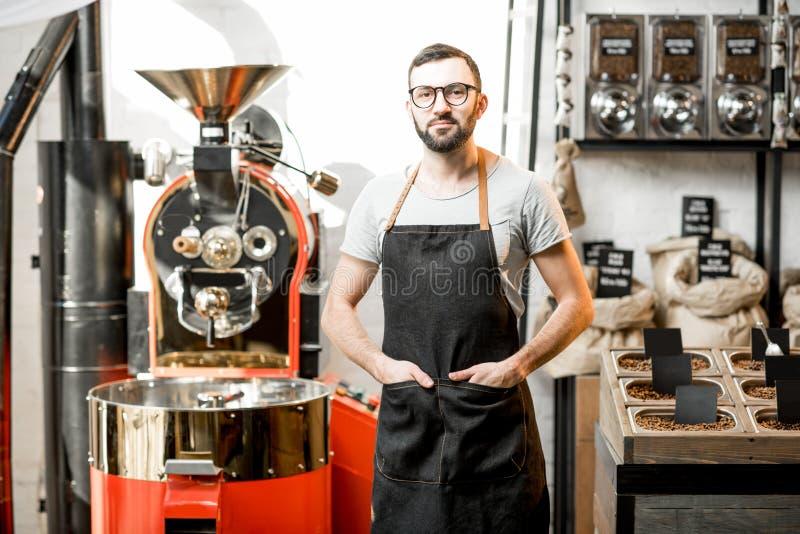 Barista en la cafetería foto de archivo libre de regalías