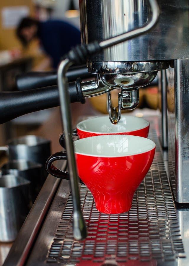 Barista kawy piwowarstwo zdjęcia stock