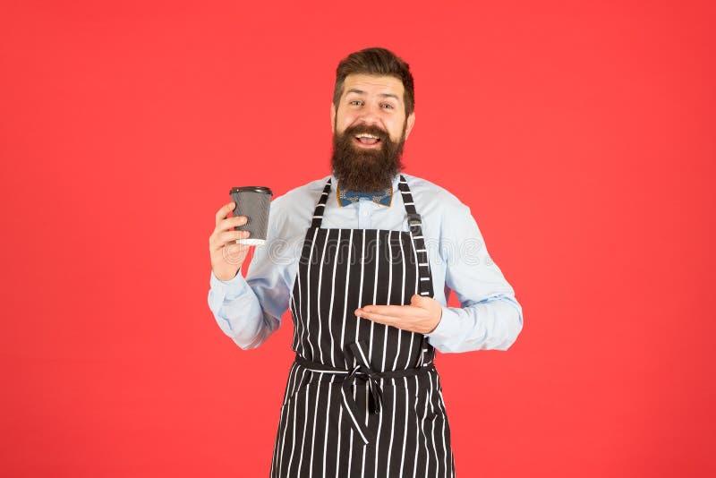 Barista profissional do moderno farpado do homem para apreciar o café do aroma Café e conceito da cafetaria bebida da cafe?na Ama imagens de stock royalty free