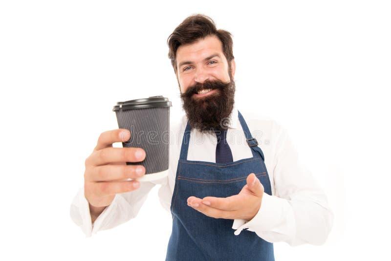 Barista voorbereide koffie voor u Het genieten van van verse koffie Rijpe barista in schort op wit Robusta arabica mengsel royalty-vrije stock foto's