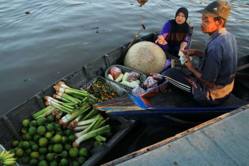 Baritorivier het drijven markt in de ochtend stock foto's