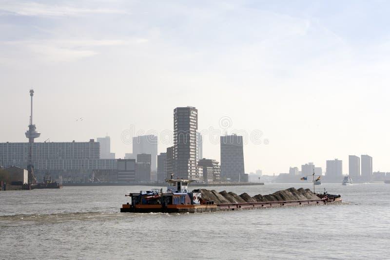 Download Barka na rzecznym Meuse zdjęcie stock. Obraz złożonej z rzeka - 53777150