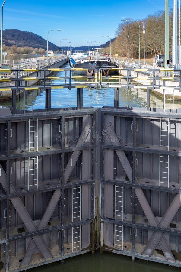 Barka wewnątrz kędziorek Główny Danube kanał blisko Kelheim, fotografia royalty free