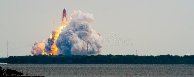 Barkass av strävan STS134 royaltyfria bilder
