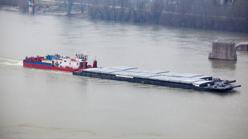 barki łodzi ciężki dosunięcia holownik zdjęcie stock