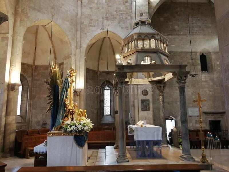 Barletta - altar da catedral fotos de stock royalty free