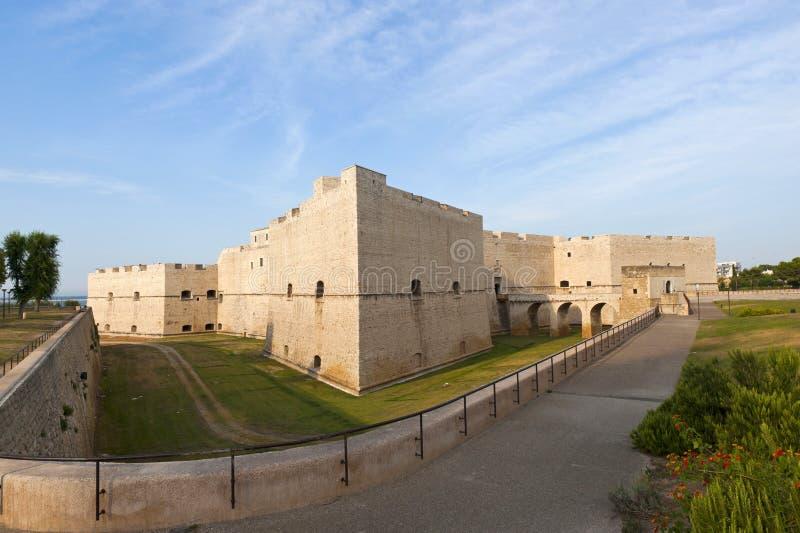 Barletta (Apulia, Italien) - mittelalterliches Schloss lizenzfreie stockfotos