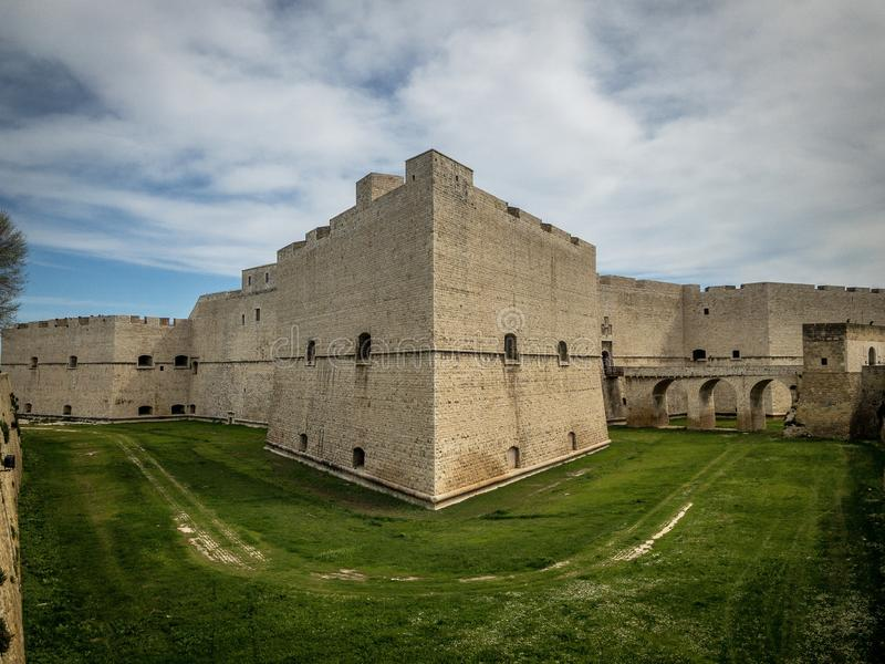 Barletta, fortaleza do castelo de Itália imagem de stock royalty free
