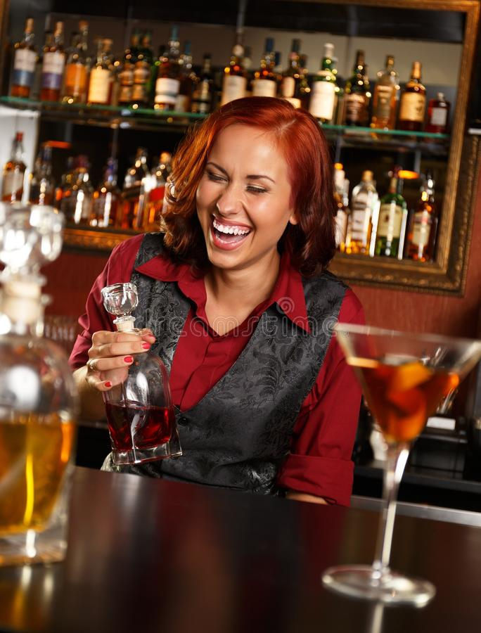 Barmaid rousse photo libre de droits