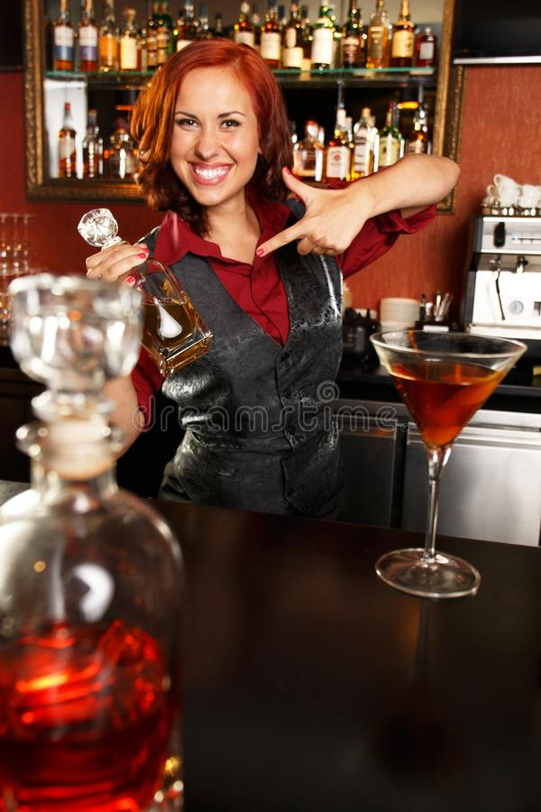 Barmaid rousse photo stock