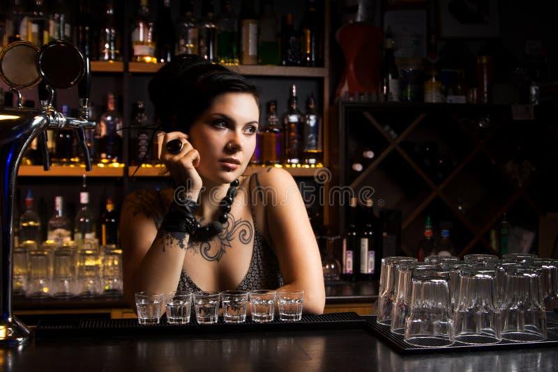 Barman atrativo fotos de stock