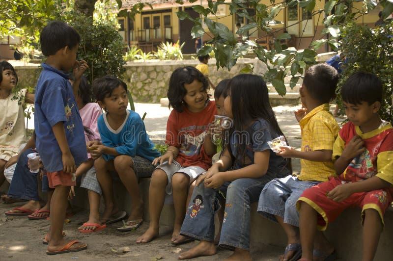 BARN AV INDONESIEN BEFOLKNING royaltyfria foton